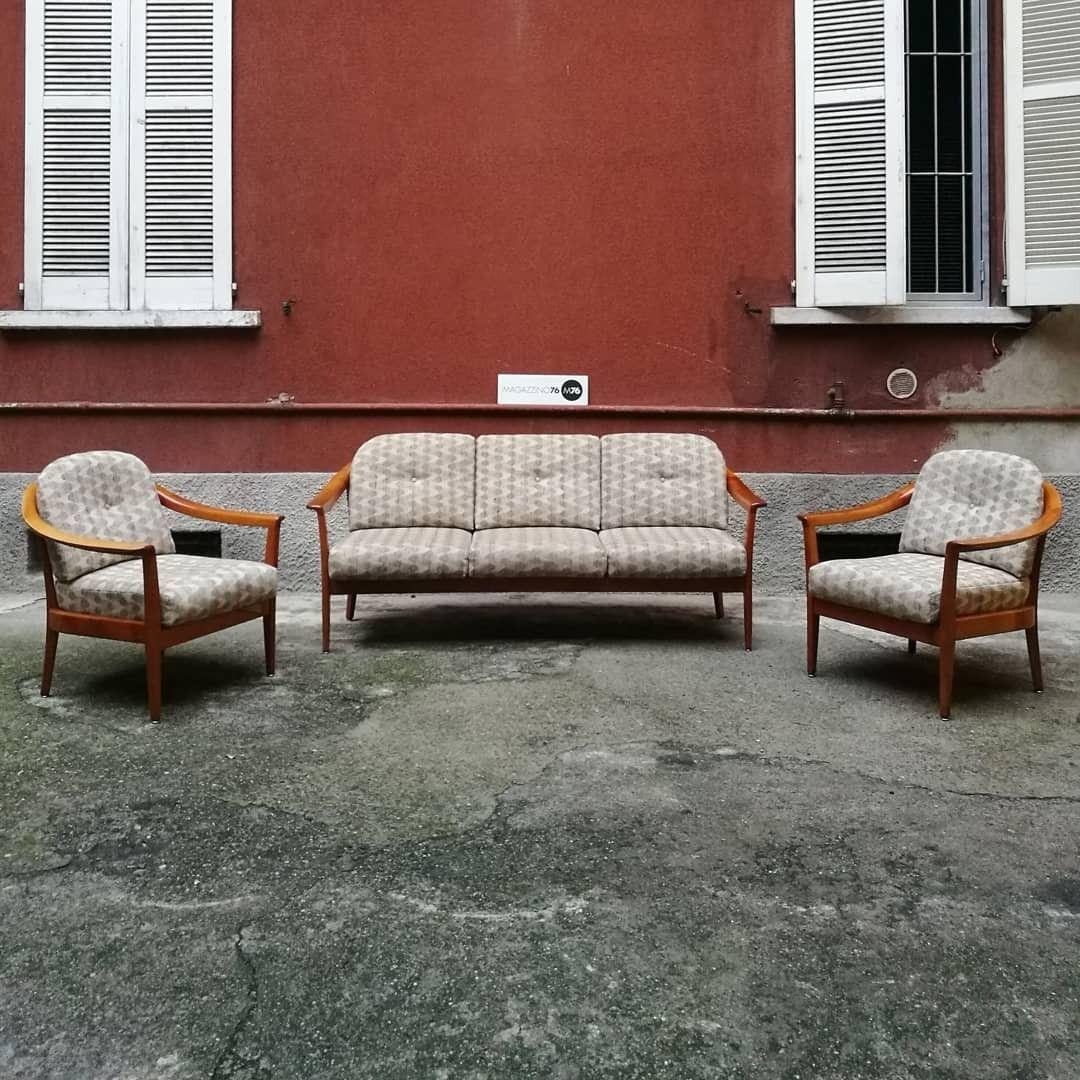 Un set composto da divano 3 posti e due comode poltrone in