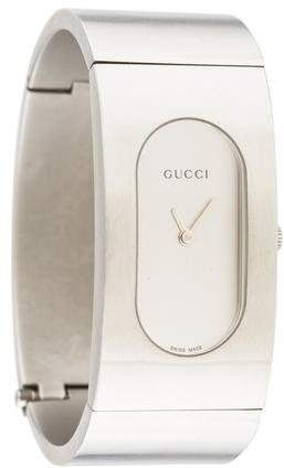 94b1ad19bcc Stainless steel 22mm  Gucci 2400 Series  watch featuring a quartz movement