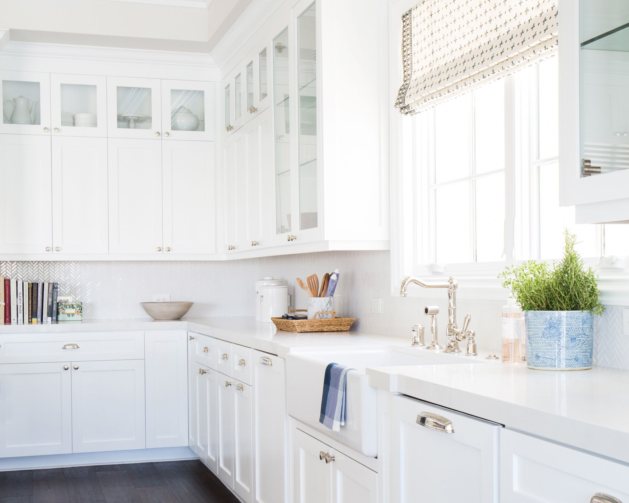 Pacific Palisades STUDIO MCGEE White kitchen design