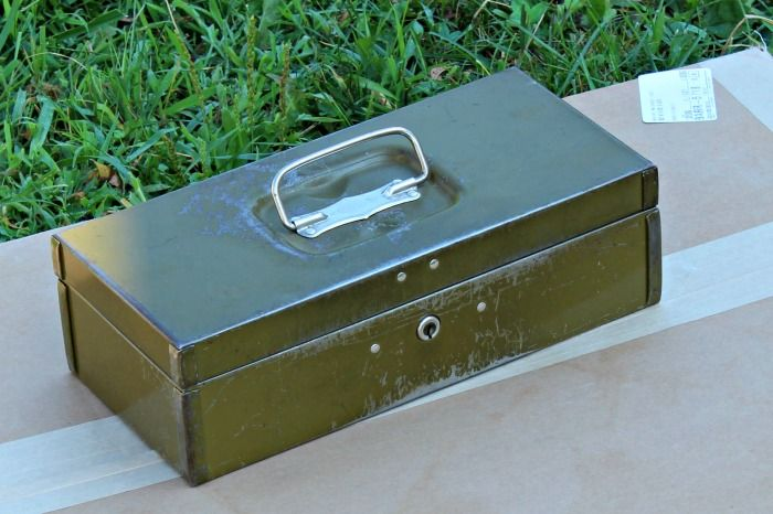 Thrift Store Vintage Toolbox Turned First Aid Kit #thriftstorefinds