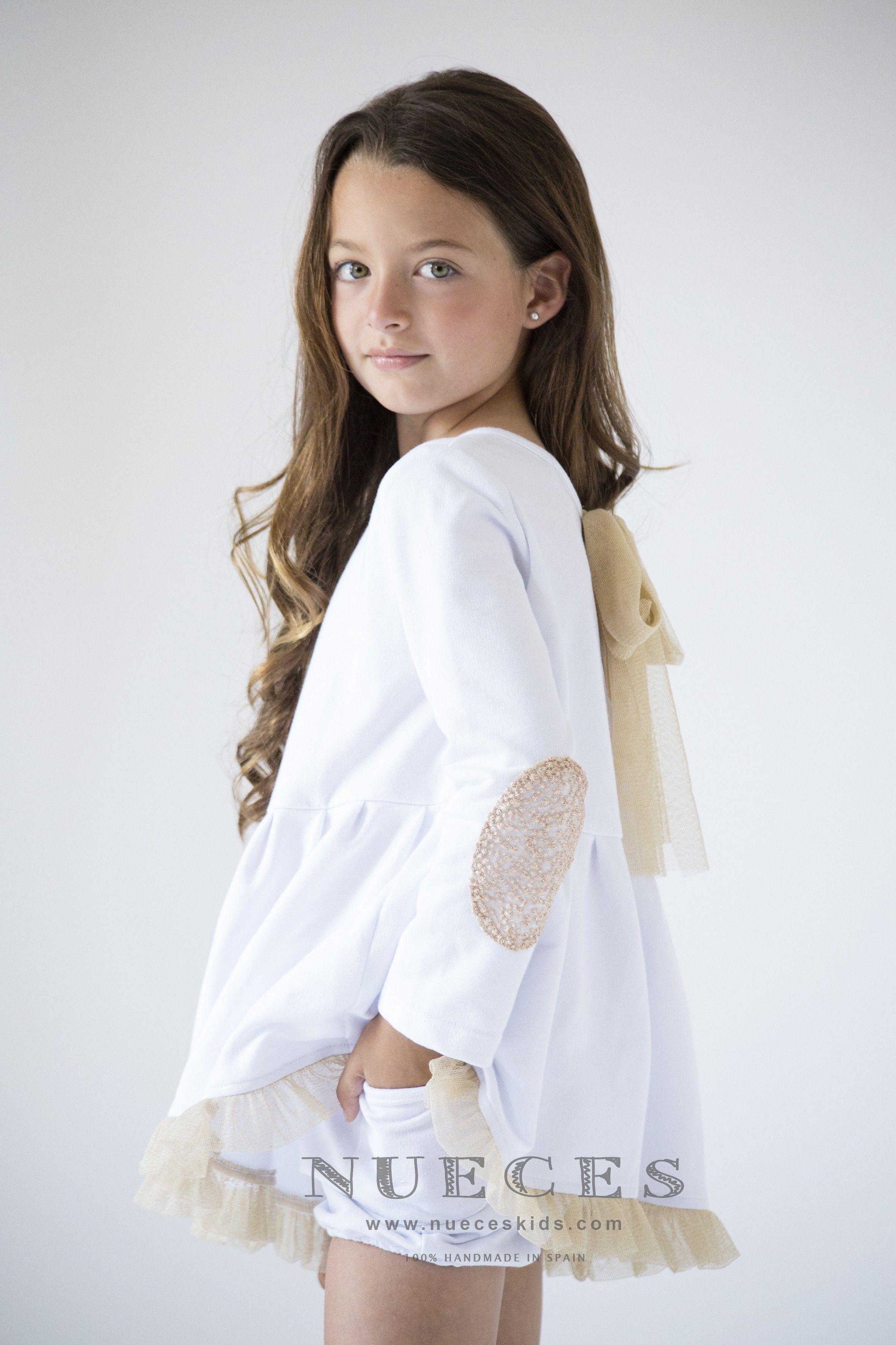 2dcfc259d Comprar sudadera blanca con coderas doradas de Nueces Kids para niña ...