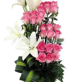 3a18fb68c7836 Con rosas agrupadas formando escalones