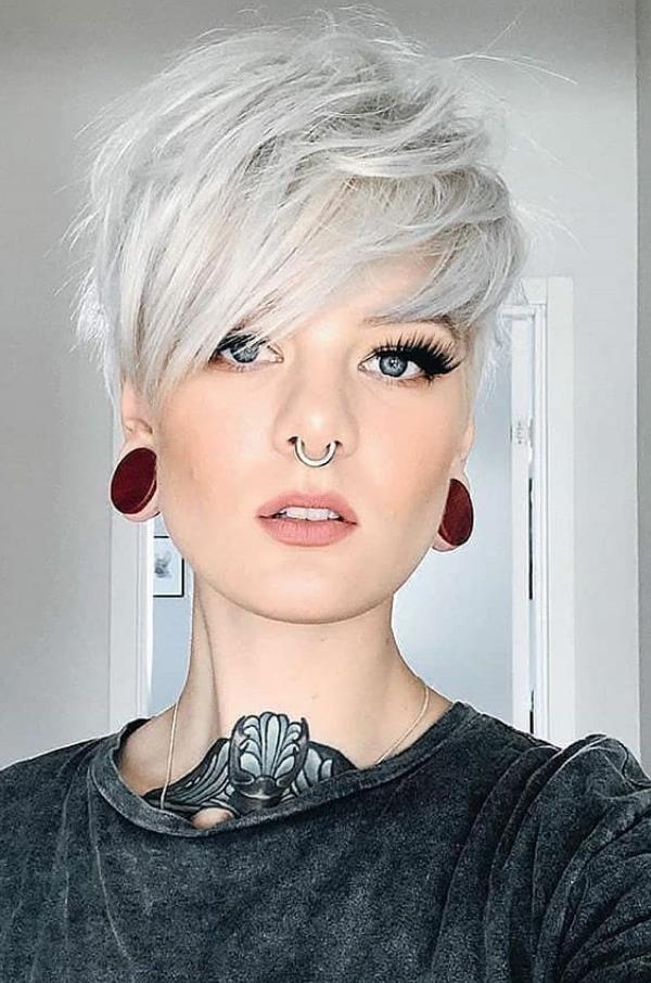 Weiss Kurz Pixie Haircut Fuhrt Die Neue Mode Trend In 2020 Short Hair Trends Haircut For Thick Hair Short Hair Styles Pixie