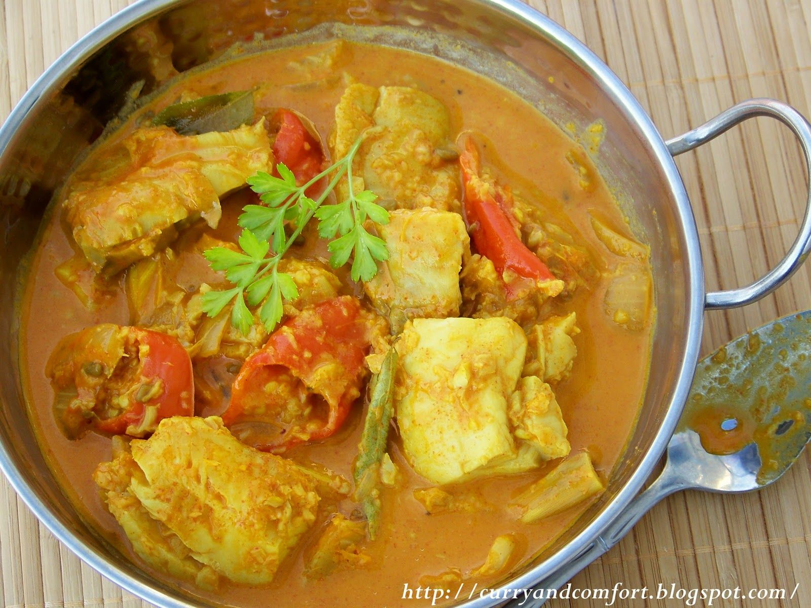 Curry and Comfort: Fish Curry with Coconut Milk - Sri ...