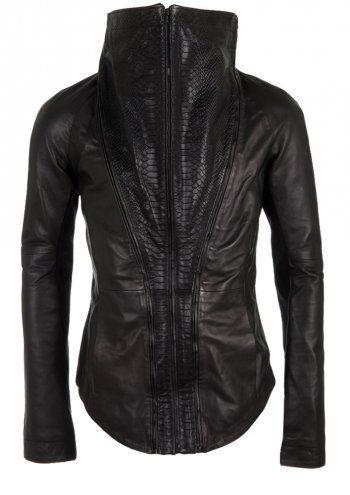 http://www.delusionstore.com/clothing-c1/delusion-jackets-c13/delusion-colubrine-leather-jacket-black-p328 kul jakke usikker på halsdelen