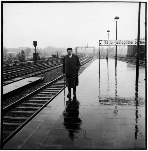legrandcirque:  Ernst Reuter, socialist mayor of West Berlin, walking on railway platform. Photograph by Charles E. Steinheimer. West Berlin, Germany, May 1949.