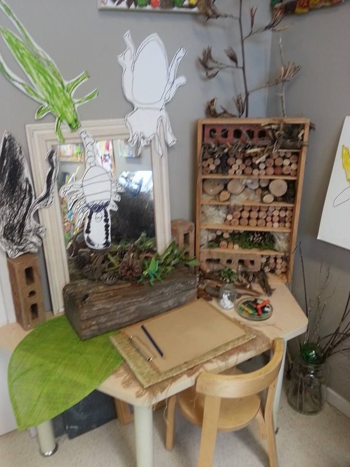 Nature table nature 39 s play preschool pegasus for Raumgestaltung montessori