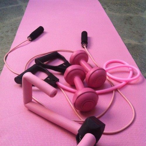 YO QUIIERO UN EQUIPO ASI!!!!! :( | Pink workout, No equipment workout, Pink  workout gear