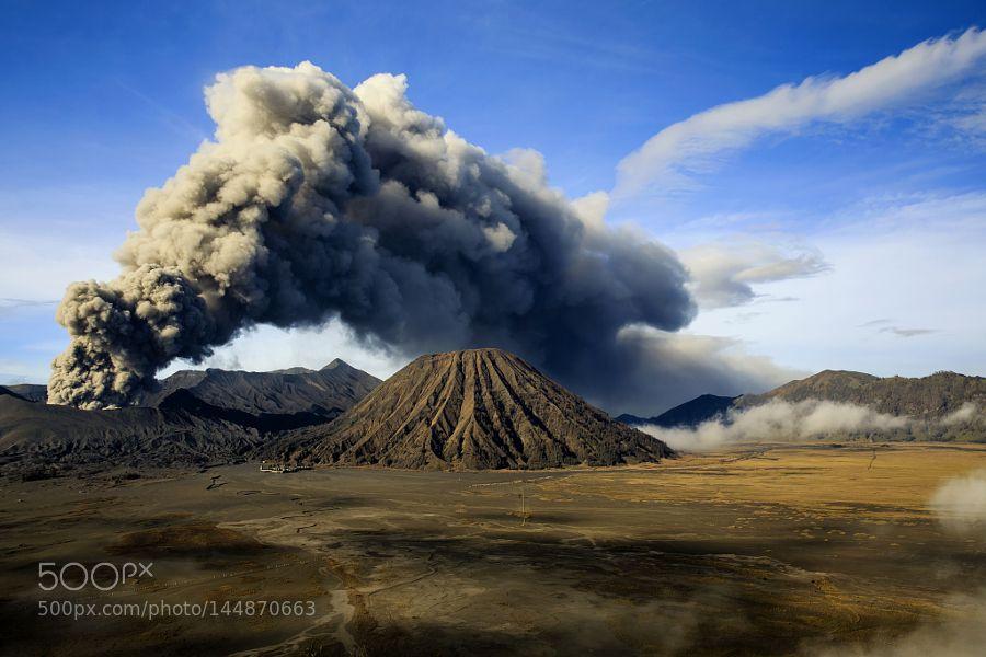 Eruption Mount Bromo East Java Places To See Java Indonesia