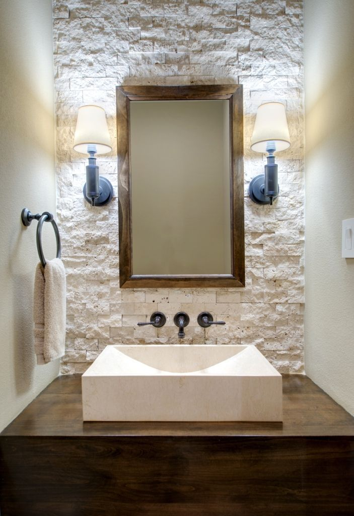 Revestimiento de piedra blanca ba o ba os cuarto de for Revestimiento banos pequenos