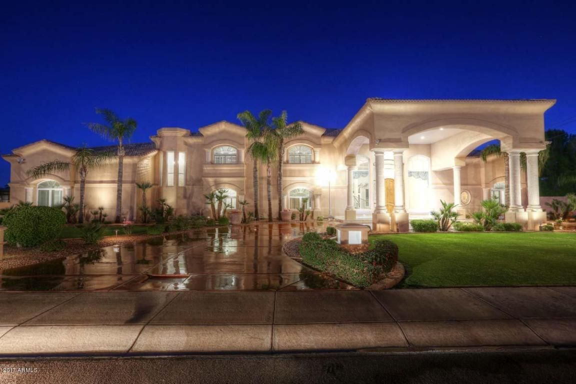 13259 N 65th Drive Glendale Az 85304 Located In The Northwest Area Of Glendale Arizona This Timeless Classic Will Luxury Property Luxury Homes House Styles