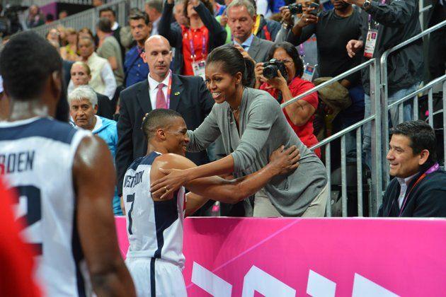 Michelle Obama Hugs Team Usa Team Usa Basketball Basketball Photos Basketball Teams