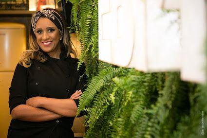"""Você é fã da pipoca gourmet da chef Elaine Moura? Agora vai ficar ainda mais fácil levar pra casa a """"porção de felicidade"""", como é conhecida a embalagem da famosa pipoca. Nesta terça-feira (15), ela irá inaugurar o seu primeiro quiosque no Flamboyant Shopping, junto com a programação do Vogue Fashion's Night Out. Saiba mais no site www.arrozdefyesta.net."""