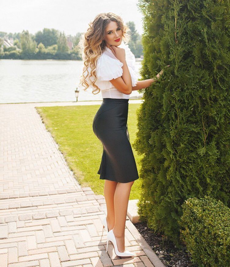 Pencil Skirt And White Pointed Toe Heels Beauty On High -7491