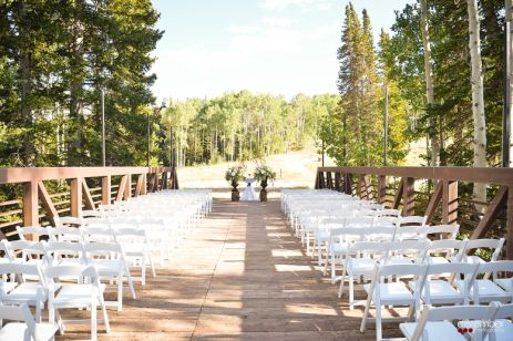 Red Pine Lodge Ceremony || Floral, Decor & Planning: Harvest Moon Events | Photo: Dezember Photography