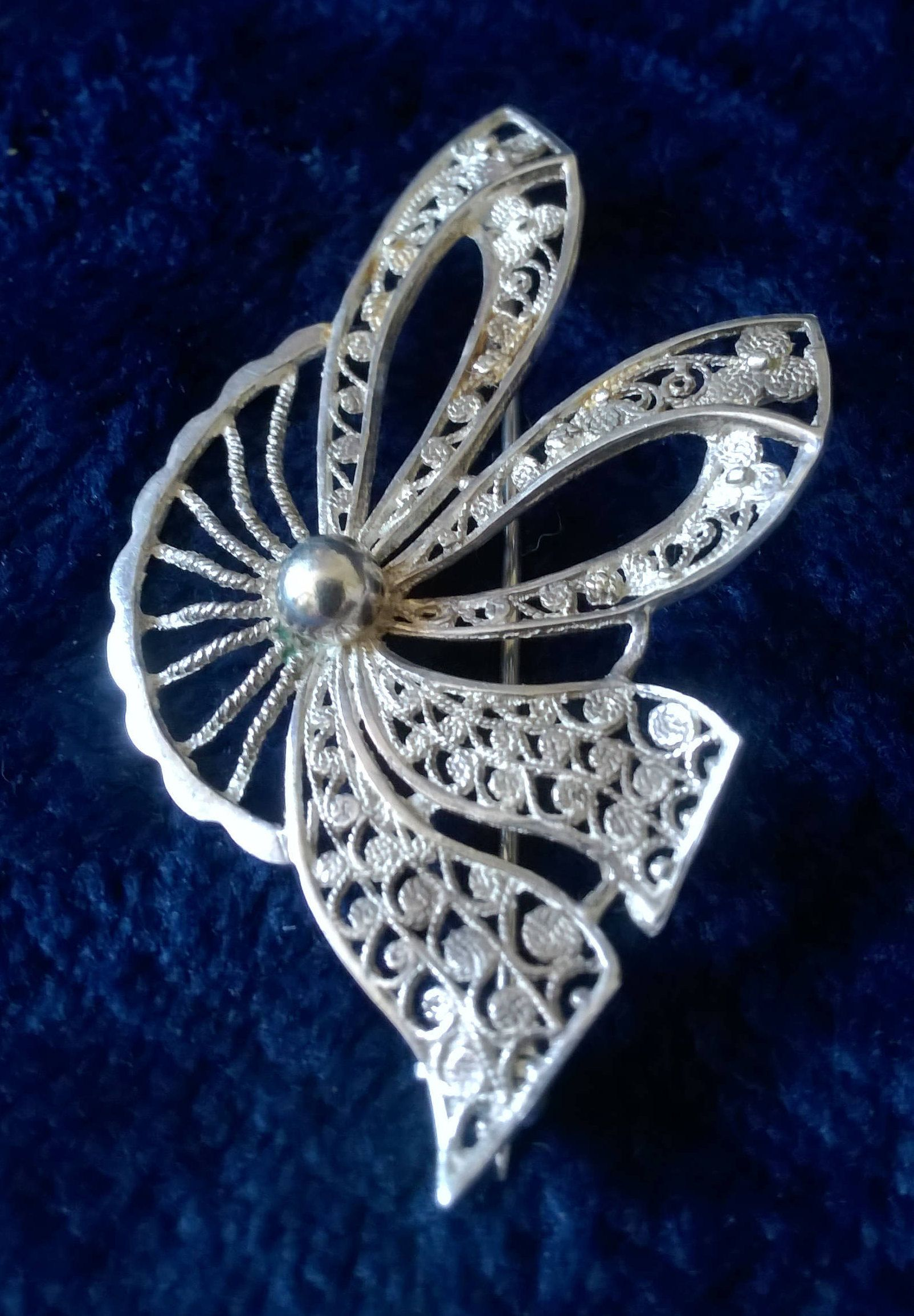 Unknown Period Vintage Filagree Sterling Silver Brooch. Vintage & Antique Jewelry