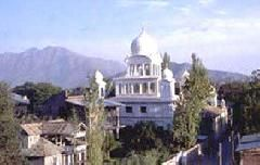 It is a famous Gurudwara which is not only an attractive place in Srinagar, but also a beautiful place of worship for the Sikhs. It is located in Rainawari and an important place for the Sikh Sikh. It is considered that the sixth Guru of Sikhs visited throughout Kashmir and built the Chatti Padshahi in Srinagar. It is a famous place in Srinagar.