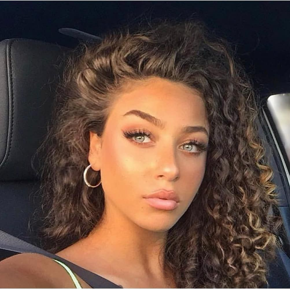 L Image Peut Contenir 1 Personne Gros Plan Curly Hair Styles Curly Girl Hairstyles Light Skin Girls