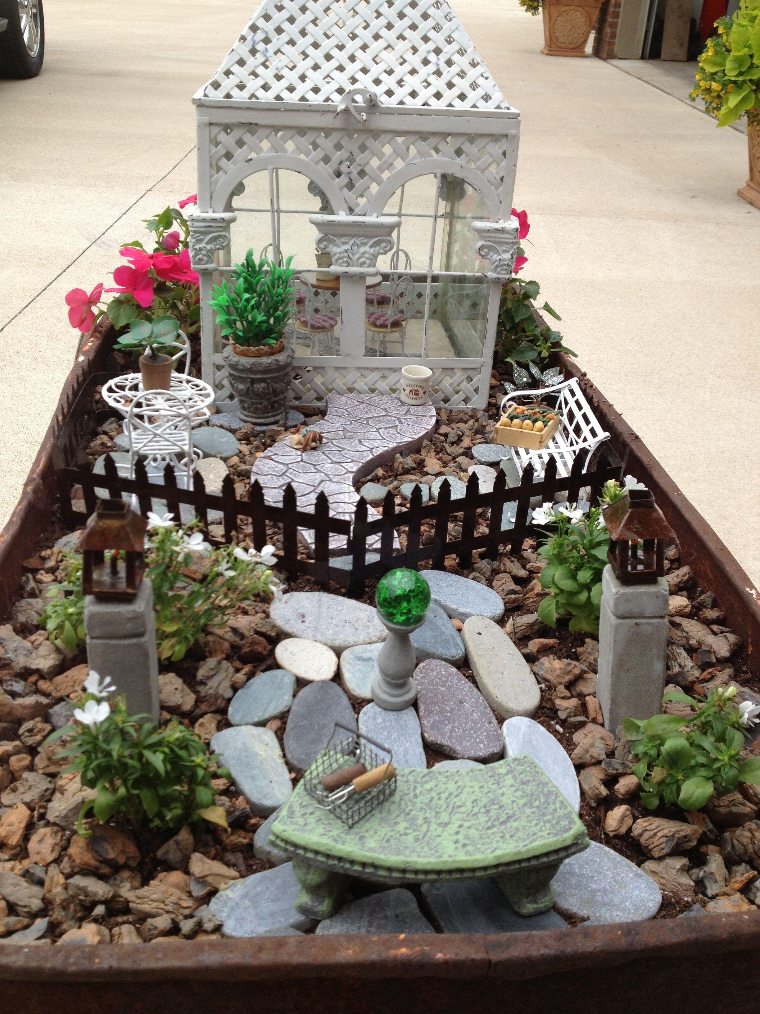 Gnome In Garden: Fairy Garden In A Antique Wagon