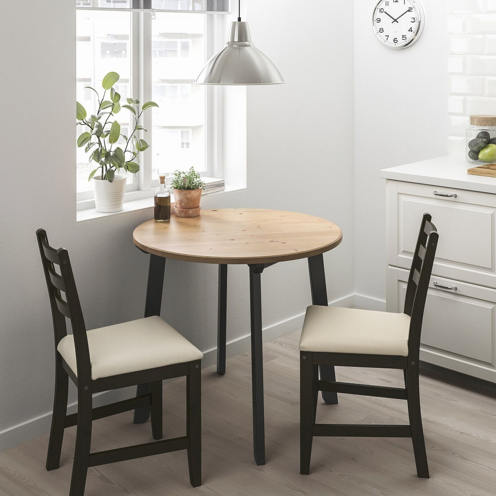 Gamlared Lerhamn Table Et 2 Chaises Inte Antique Clair Brun Noir Ttaryd Beige Ikea En 2020 Petite Table A Manger Salle A Manger Table Ronde Table Ikea