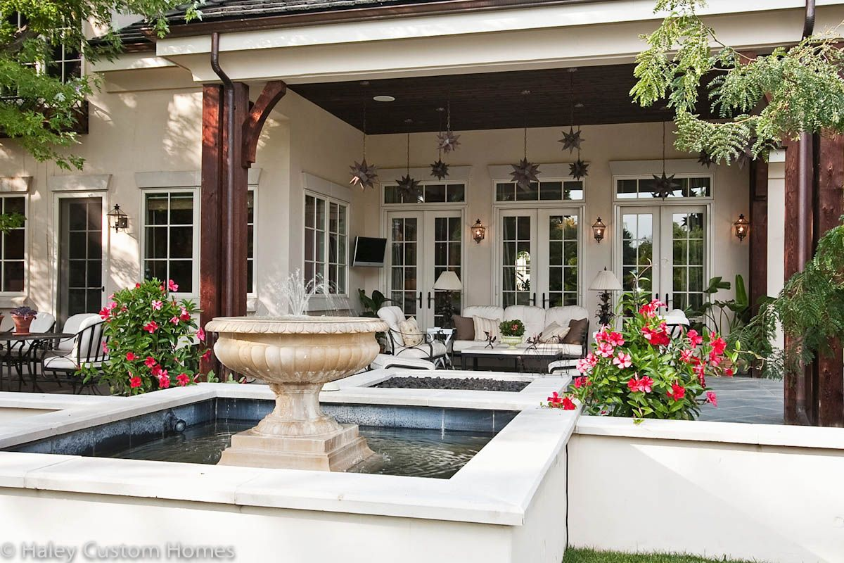 Traditional French Country House Front Yard