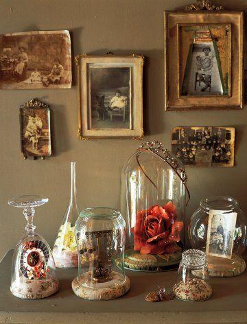des cadeaux sous des cloches en verre | pots en verre, cloche et