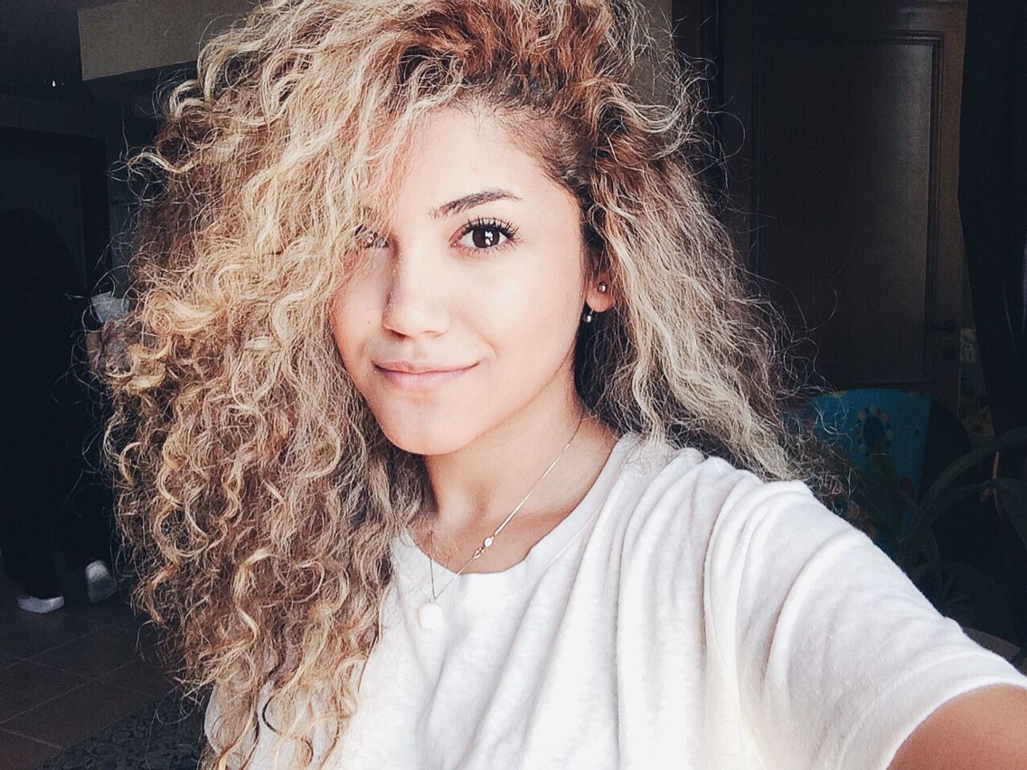 Dyed Blond Natural Curls Via Curly Hair Of Girls