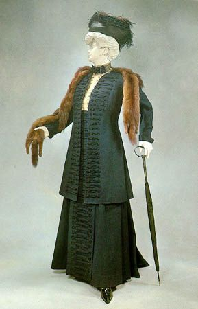 1908 with fur stole