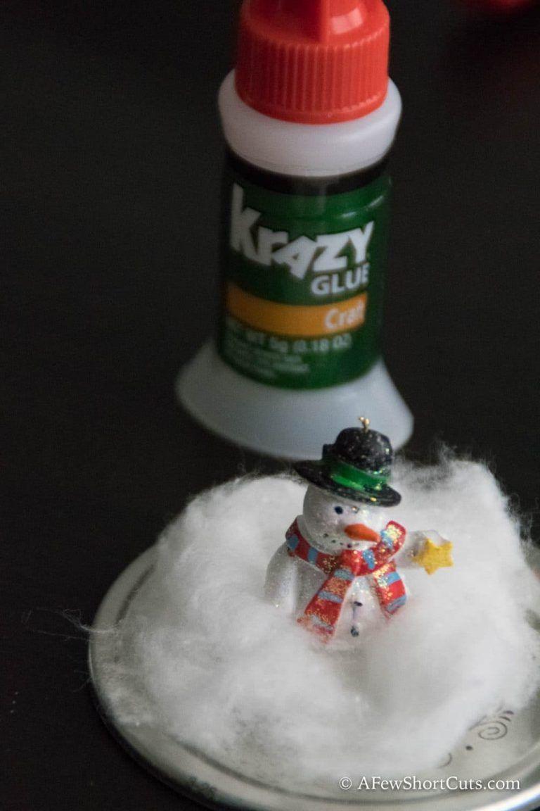 Snow globe mason jar toppers need a cute homemade christmas gift idea check out these crazy simple snow globe mason solutioingenieria Choice Image