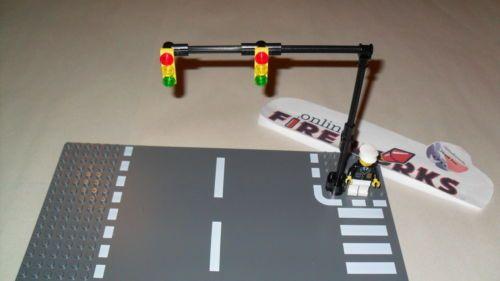 Lego City Town Custom 2 TRAFFIC LIGHTS w//Pedestrian crossing 2 STOP SIGNS