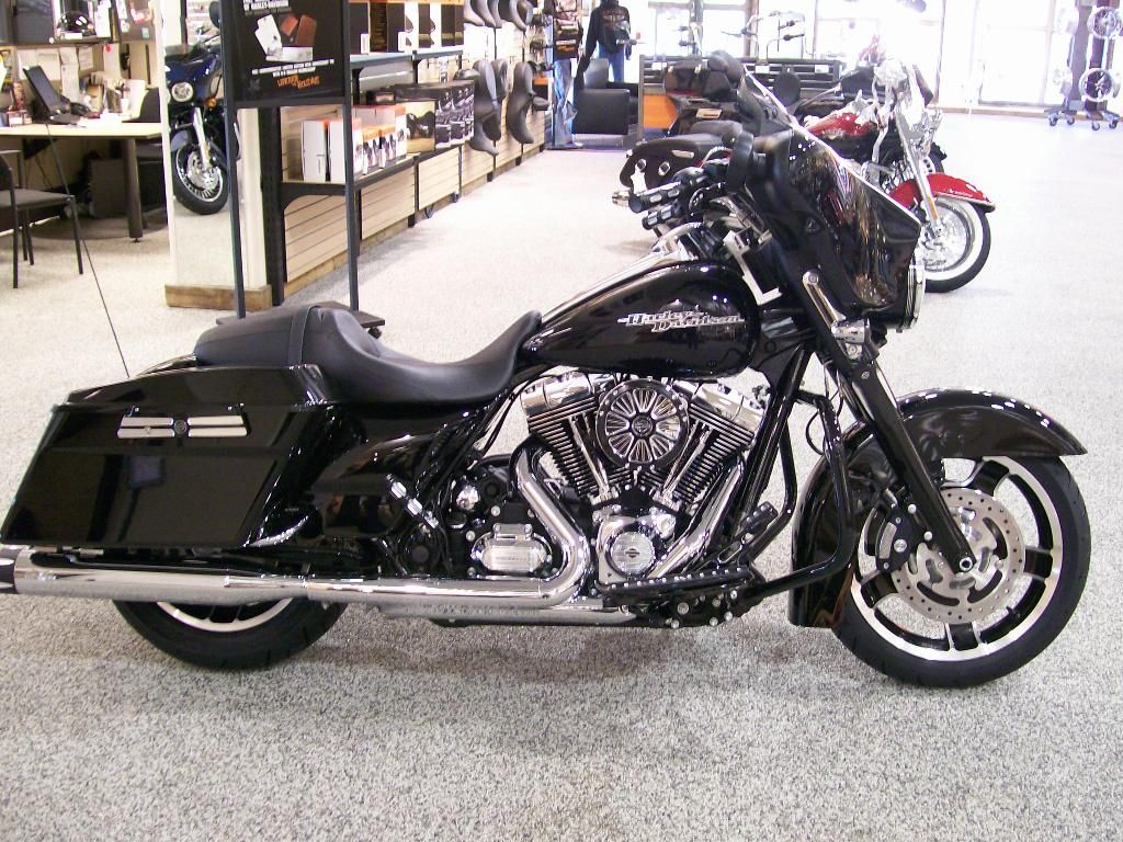 I customized this harley davidson 2013 flhx street glide myself using some items from
