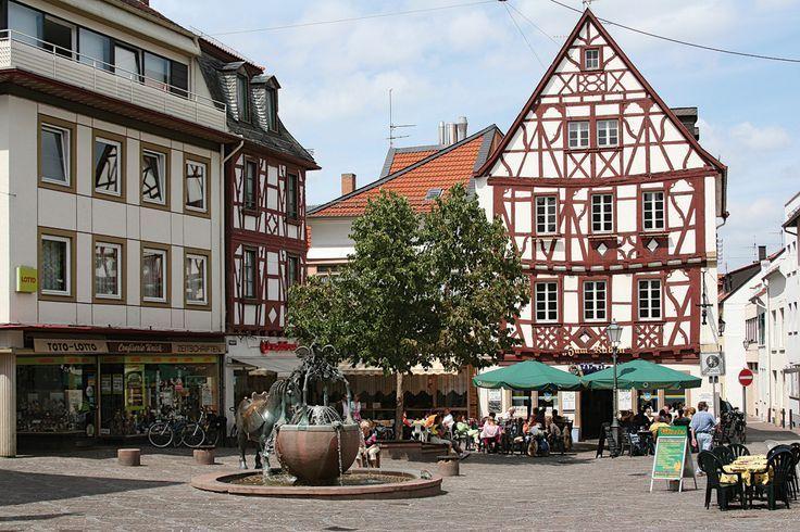 Rossmarkt In Alzey Live One Block Away Across From The Church Schone Deutsche Stadte Ausflug Rheinhessen