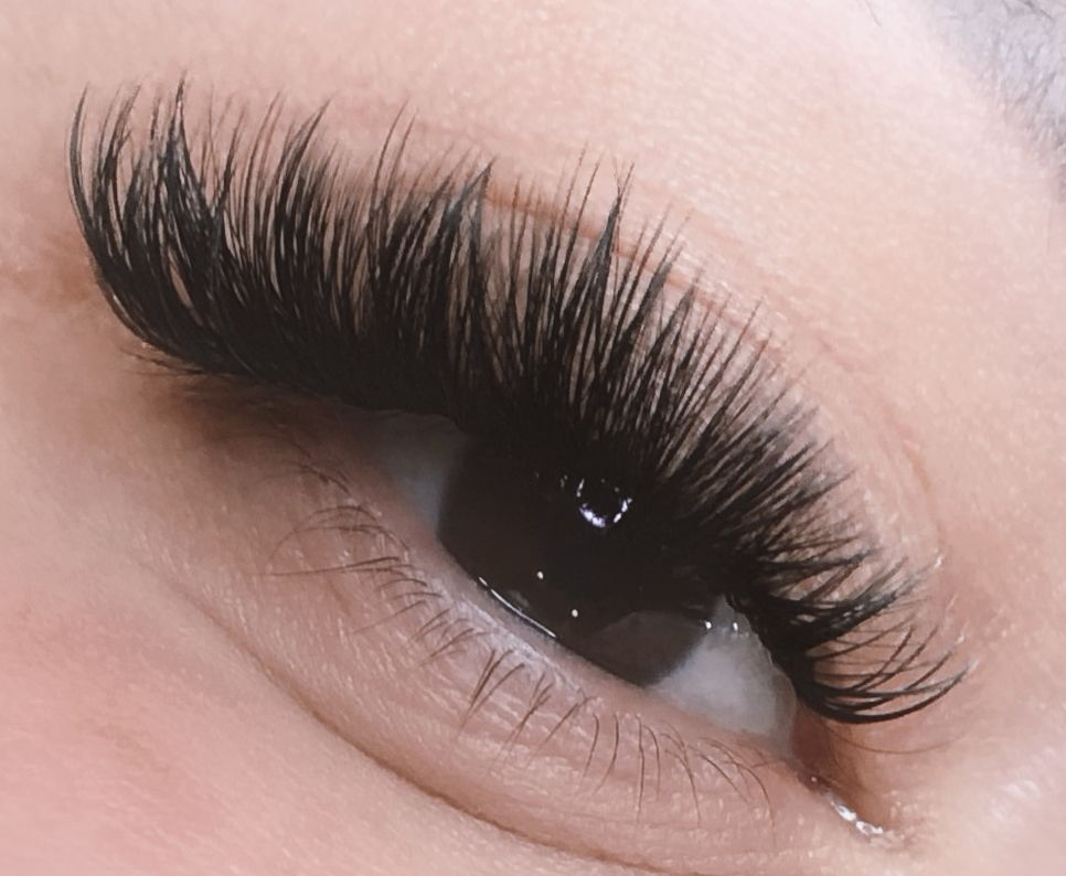 c2afb0ebfcd Cat eye volume lashes #eyelashextensions | PRO EYELASH EXTENSIONS in ...