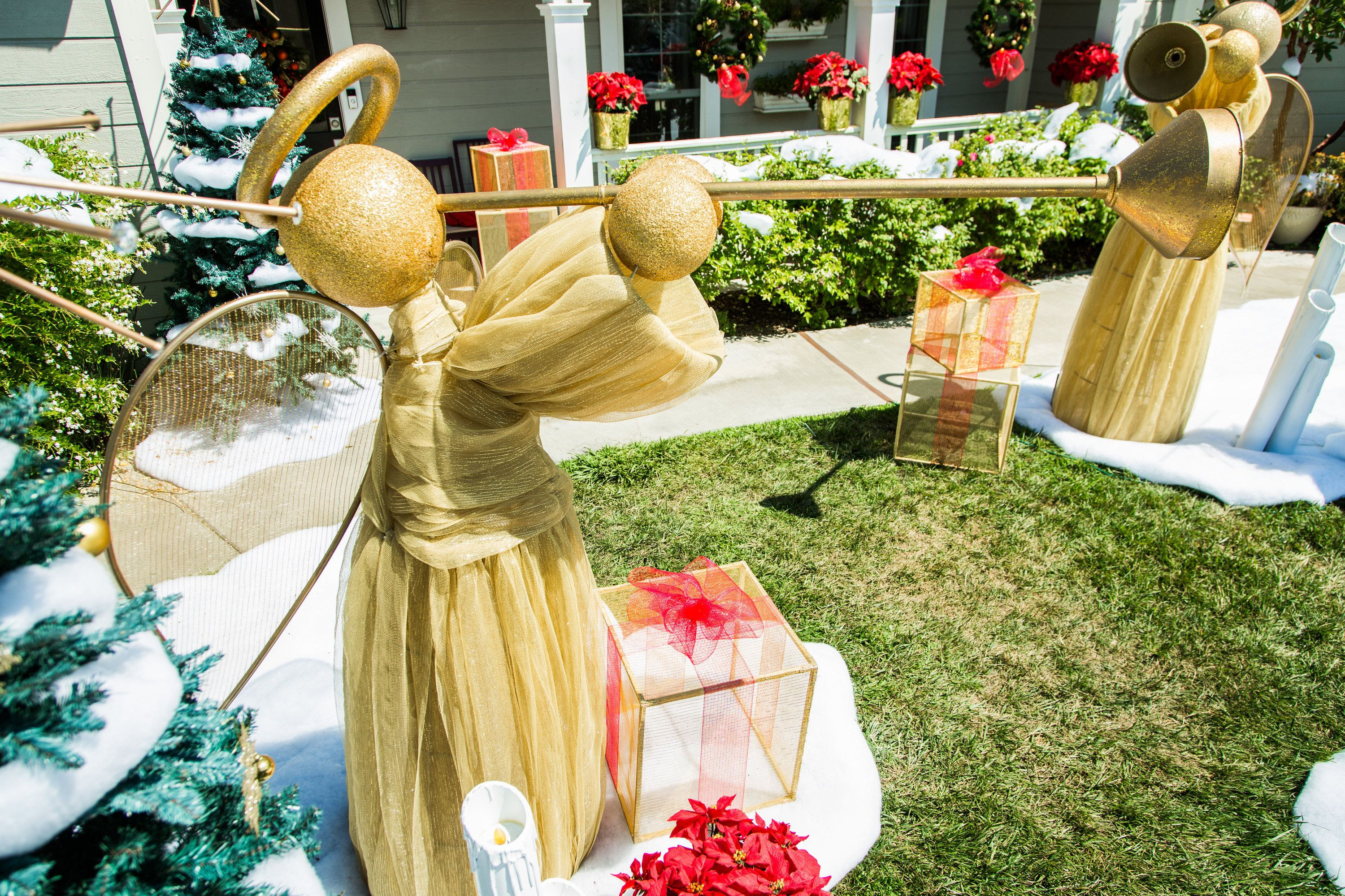 Show Off Your Christmas Spirit With These Diy Giant Yard Angels By