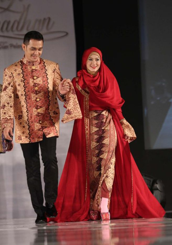 Model Baju Batik Dian Pelangi Hicap In 2019 Hijab Fashion Model