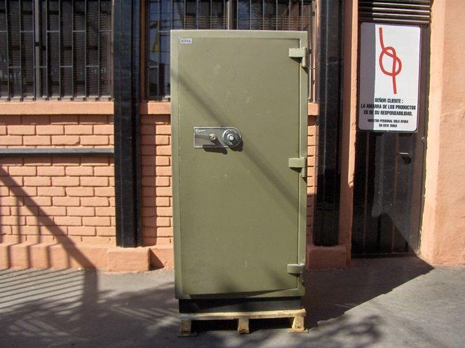 Caja De Fondos Bash con Clave / Usada / 12 – ChileRemates.cl http://www.chileremates.cl/varios/cajas-de-seguridad-usadas/