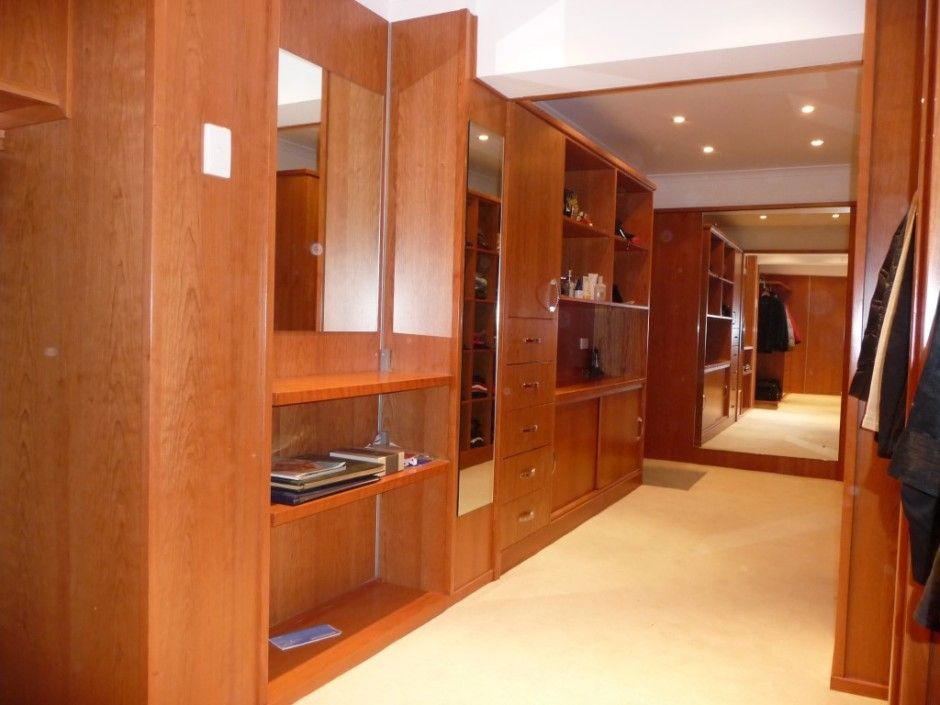enormous custom built wardrobe in bowen hills - woodstock cabinet