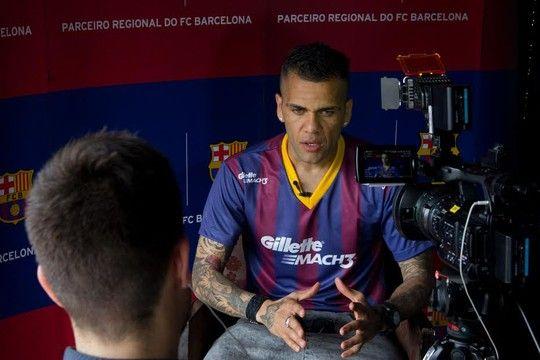 Música e poesia: receitas de D. Alves contra incertezas no Barça e Seleção
