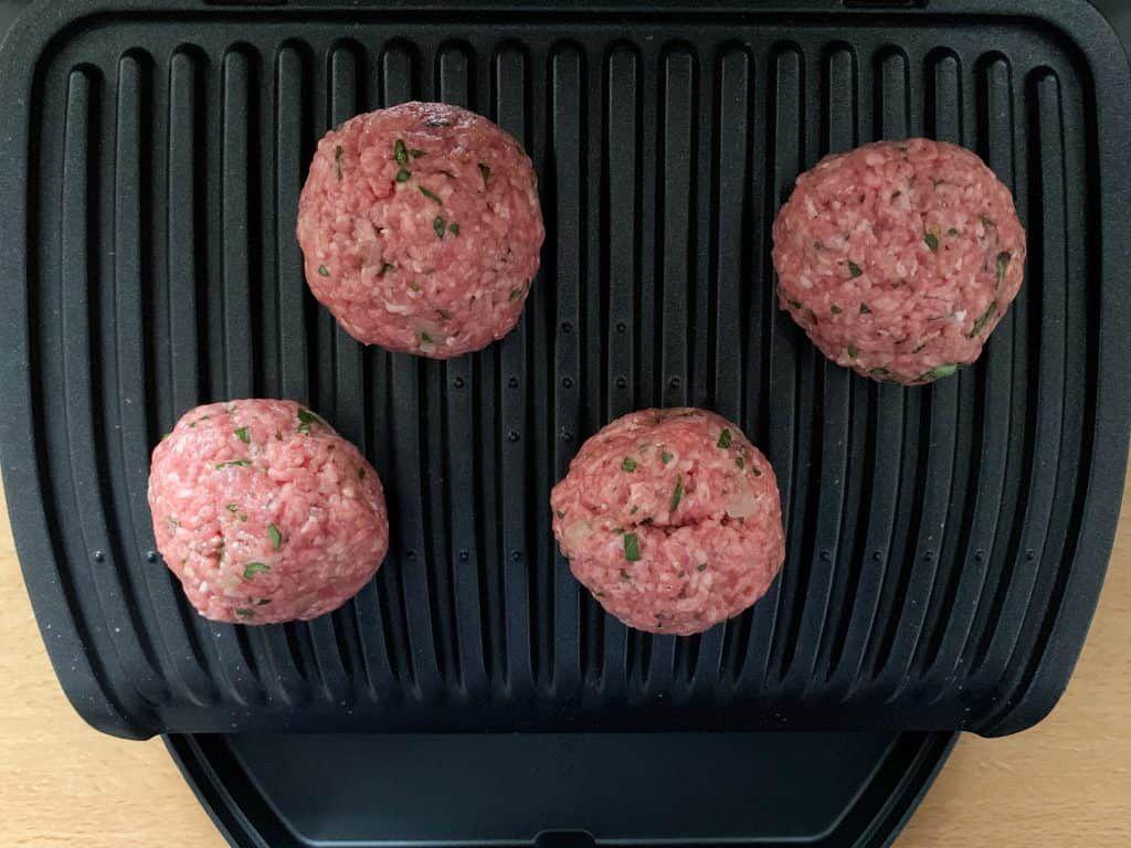Bifteki selber machen: Frikadellen mit Feta - OptiGrill Rezepte