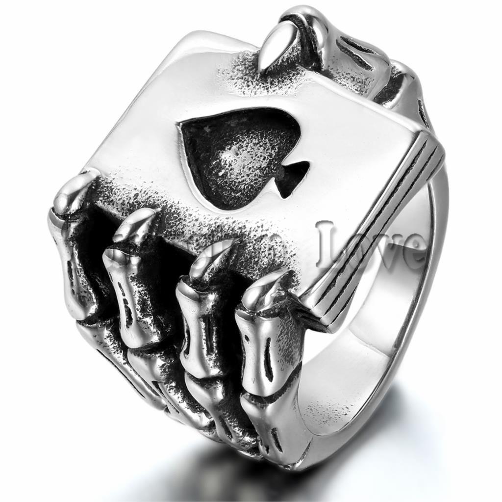 e2bee45b5f05 Negro de la vendimia Hombres de Acero Inoxidable Anillos Del Cráneo Punky  Gótico Garra Mano de Póquer Naipe Diseño anel masculino Hombres Joyería  Grabar