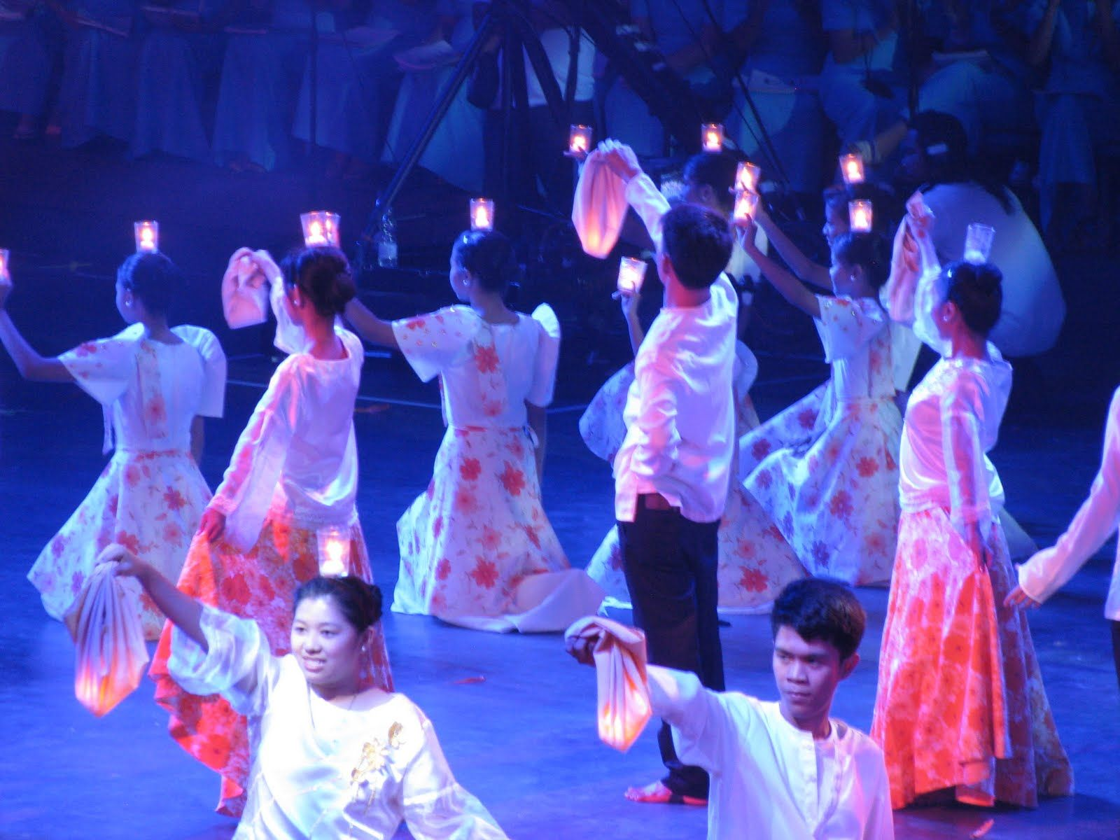 pandanggo sa ilaw Sa nayon laughter and gaiety the term pandanggo comes from the spanish word fandango the waltz-style music is similar to that of pandanggo sa ilaw kalapati origin: iilocos dancers gayfully imitate the dove as they bill and coo pasigin.