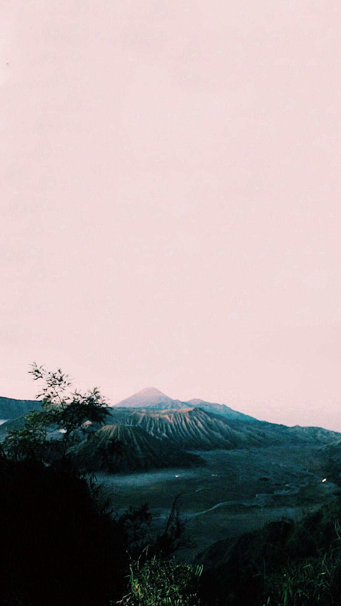 View Gunung Bromo Gunung Bromo Alam Dingin Aesthetic Background Backgroundaesthetic Manipulasi Foto Dingin Desain