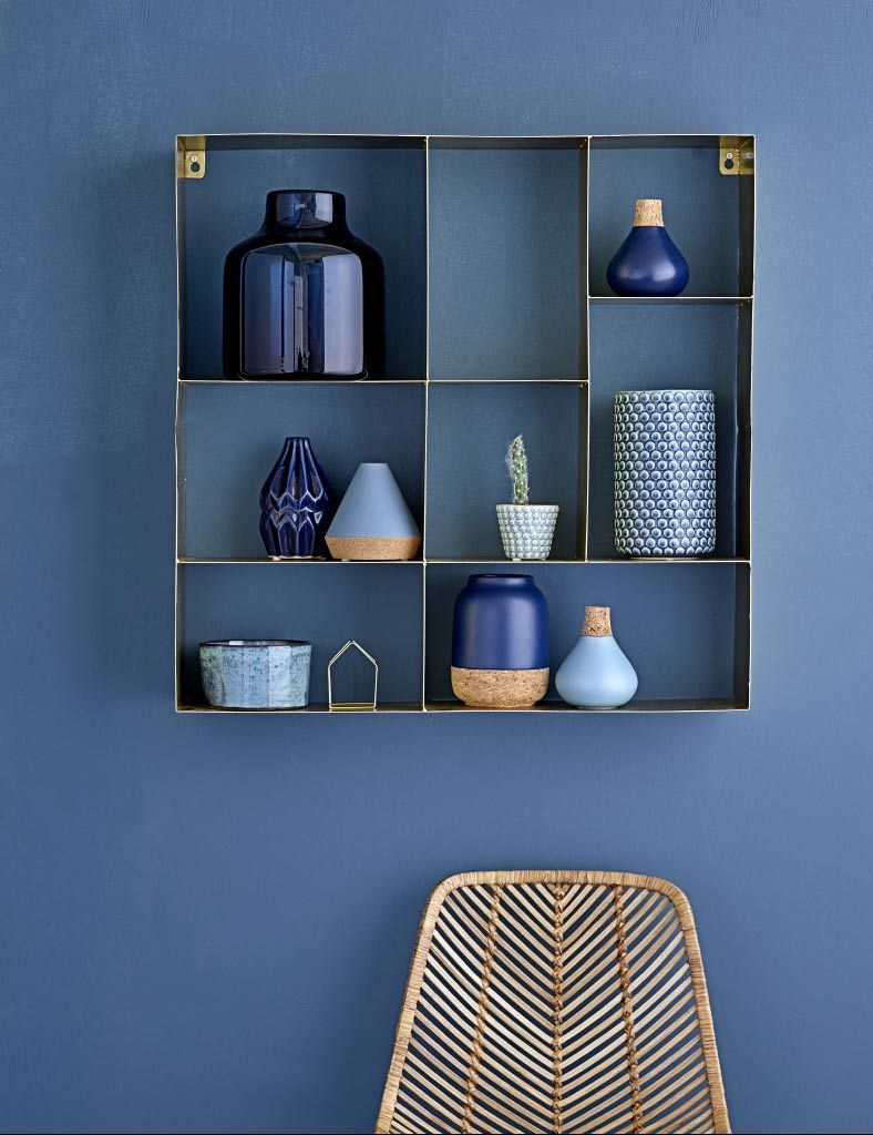 Photo of Walls and indigo accessories for your decor