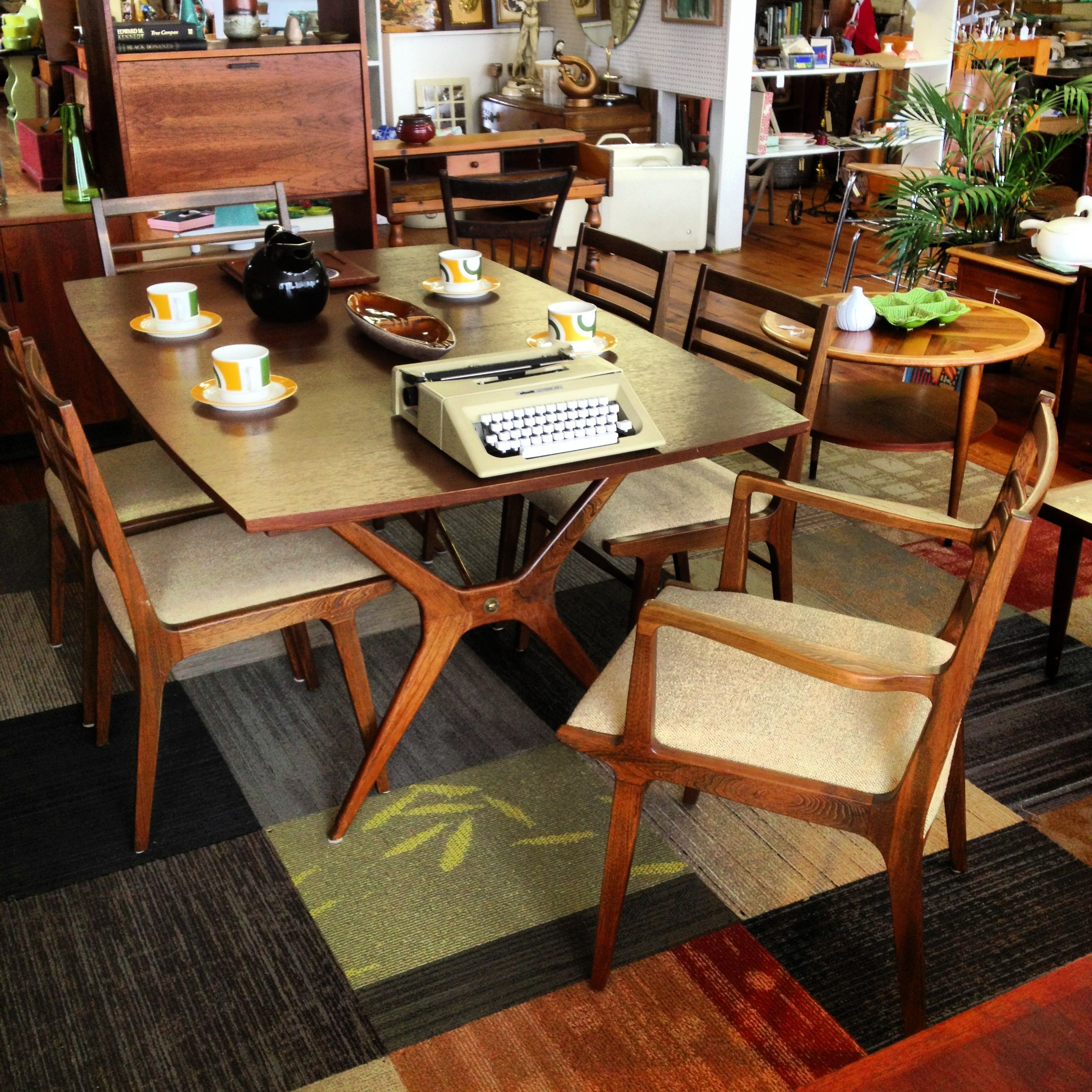 R Way Of Sheboygan Wisconsin Table And Chairs Cool Legs