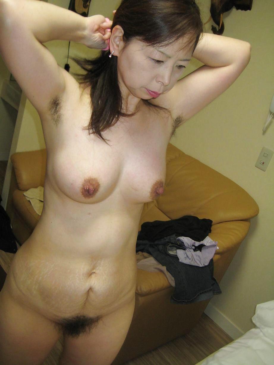 naked-chinese-milf