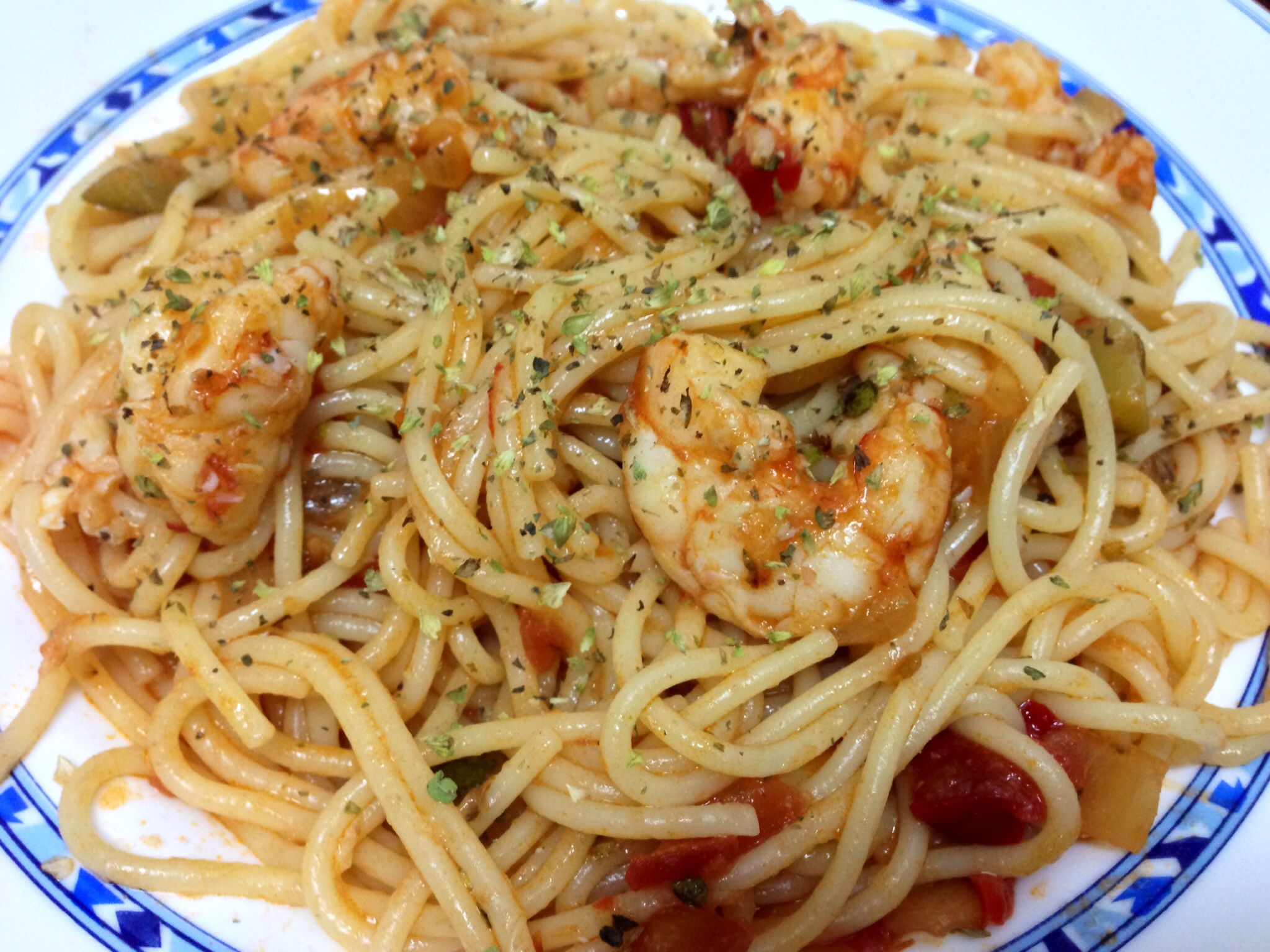 Espaguetis con gambones.