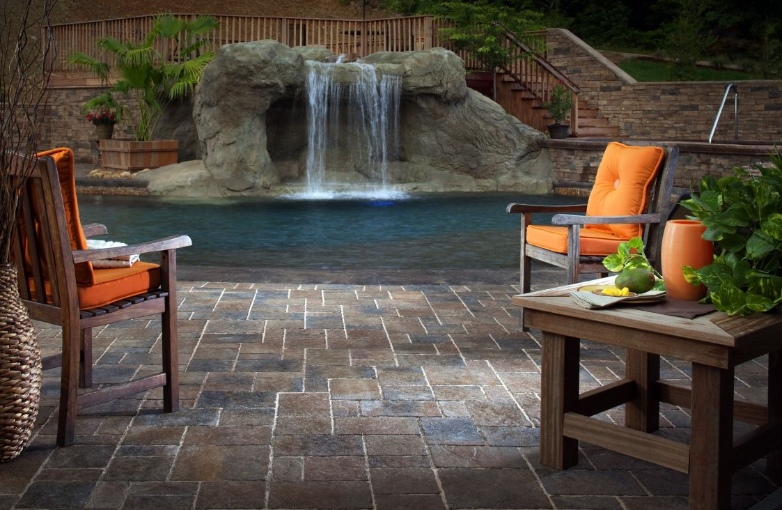 The Urbana Collection from Belgard Hardscapes features fine chiseled textures and contours with random shapes and patterns to recall vintage cut stone.