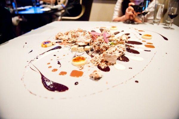 At the restaurant alinea in chicago chef grant achatz and for Desserte alinea