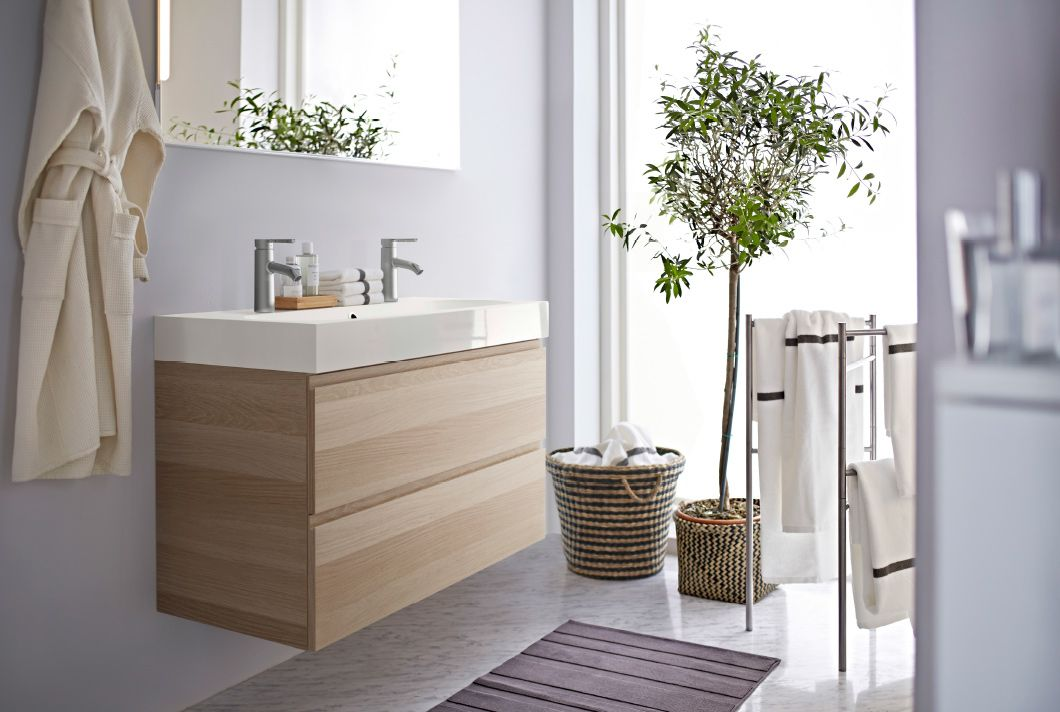Amazing Badezimmer Mit GODMORGON Waschbeckenschrank Mit Doppelwaschbecken Und 4  Schubladen Eicheneffekt Weiß Lasiert
