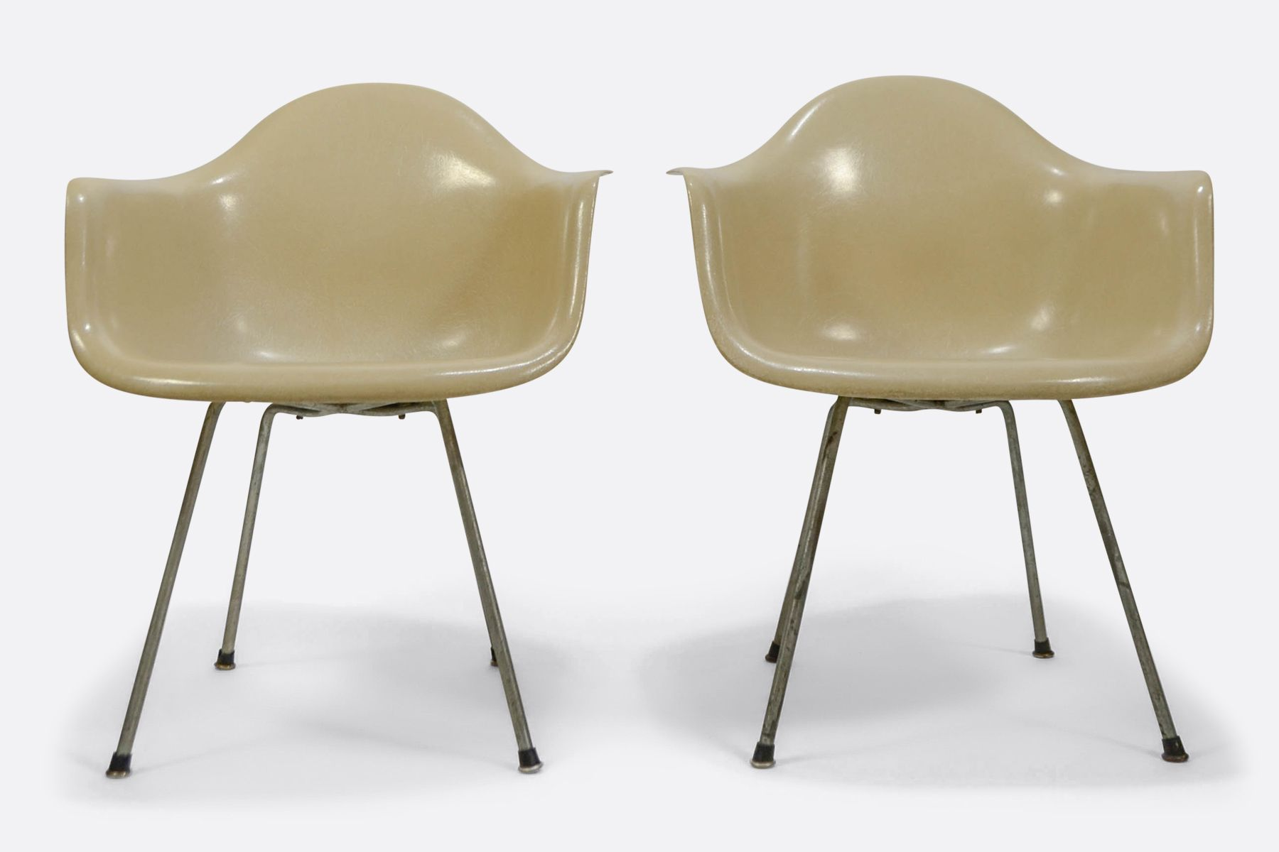 Eames DAX set of 2 Off White Zenith Plastic1 in 2019